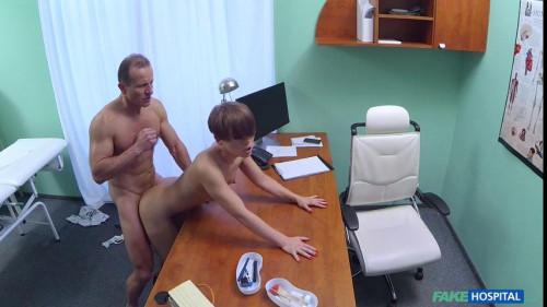 Short haired hottie seduces doctor