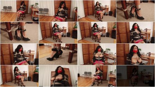 Leah in Chair Tie