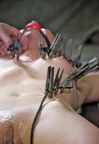 Pain pleasure for  pussy