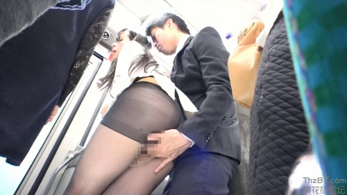 The Commuter Bus is Full of Gyu-kyu and is Full of Miniskirts & Black Pantyhose Sw-483