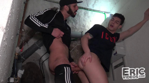 EV - Bastian Karim gets filled by Romeo Davis