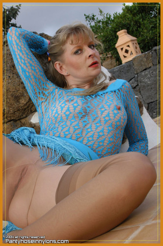 Pantyhose in nylons pics collection !!! [Porn photo]