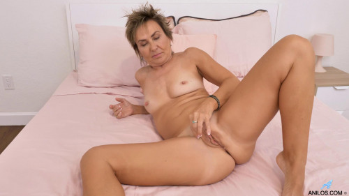 Lillian Tesh – Mature Squirter