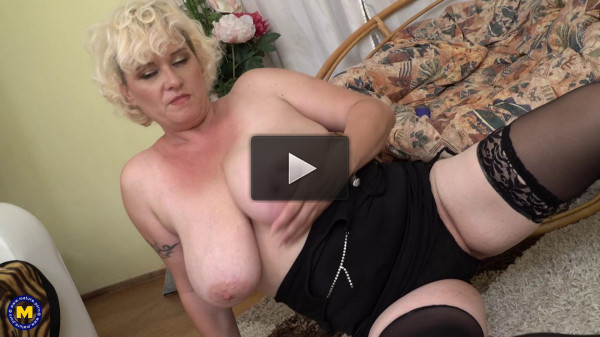 huge tit milf blonde fisting her pussy with dildo full hd
