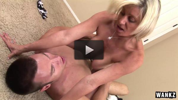 Milf Payton Hall Sucks Large Bareback Cock To Seal The Deal — SC