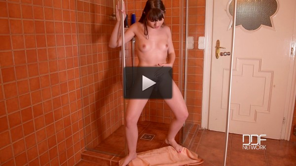 Babe Pees In The Bathroom!