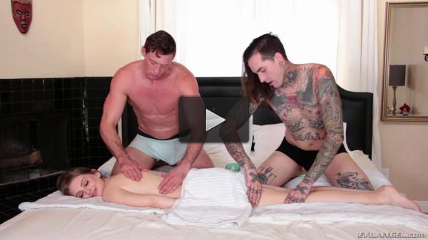 Bi 3-Way: Kinky Fuck Massage & Facial
