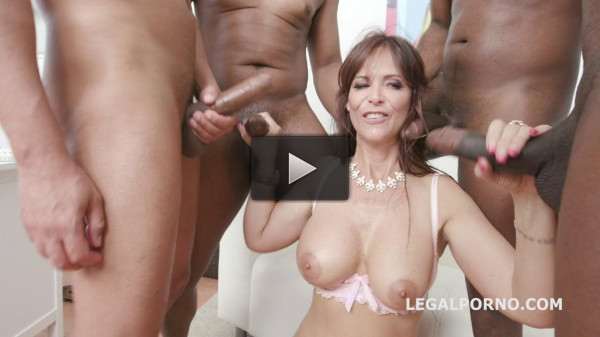 Psycho Doctor Syren De Mer gets Gangbang with Balls