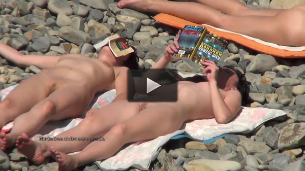 Sexy chicks at the nudist beach