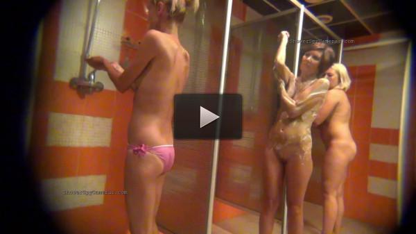 Real naked girls caught on hidden cameras