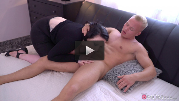Harmony Reigns — Big busty British Mom has toyboy FullHD 1080p