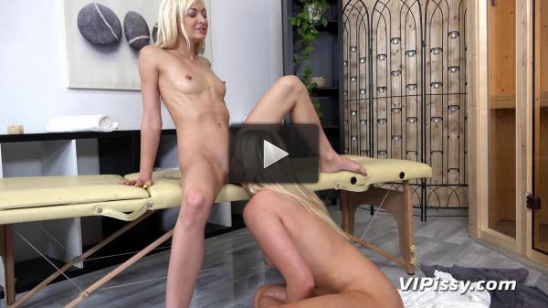 Susanna licks his pussy