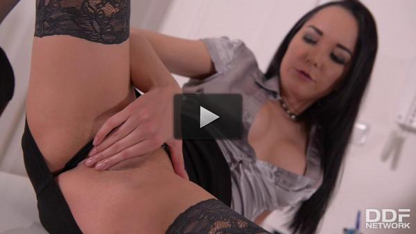 Francys Belle — Solo Latina Milf Fucks Her Huge Dildo (2017)