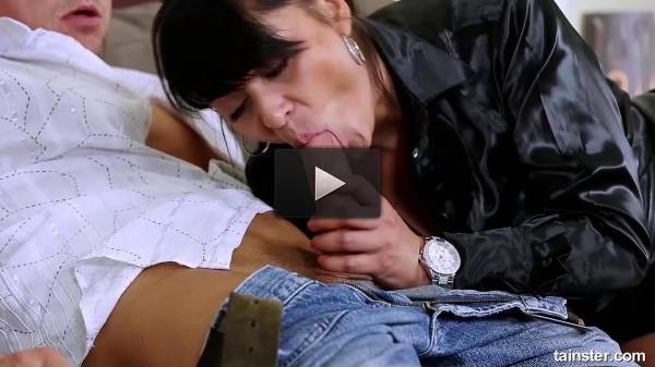 sex pissing (The golden shower reward).