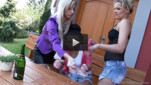 Pissy Pussy Picnic (download, lesbo, babe)!
