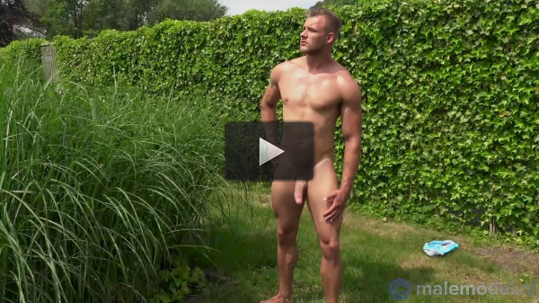 MaleModel — Hennie showing it all in the garden 1080p