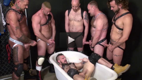 Brutal Bears In Piss Orgy