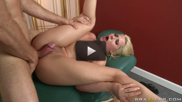 Blonde Babe Knows How To Make A Hot Massage