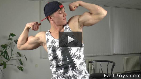 Larry McCormick Muscle Flex