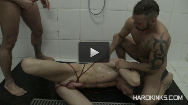 HardKinks - Antonio Miracle, Jace Tyler, Mario - Dominated In The Shower pt2