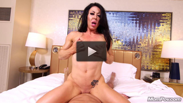 Carmin (34) — Muscle MILF here to pump your cock up