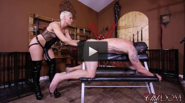 pegging slut man slave (Black Strap-on Cock Fucking).