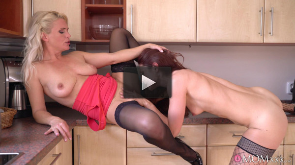 Kathy Anderson, Wanessa Cooper — Mature housewives fuck in kitchen (2018)