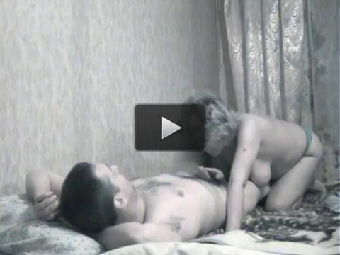 Секс со зрелой соседкой на скрытую камеру